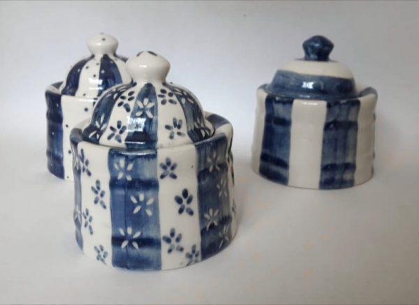 Azucarera de cerámica artesanal.