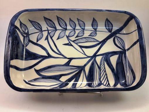 Fuente de rectangular mediana de cerámica artesanal.