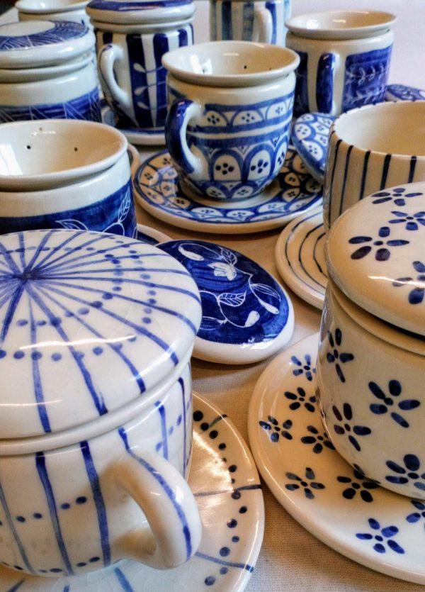 Taza, plato, tapa y colador de cerámica artesanal GEA