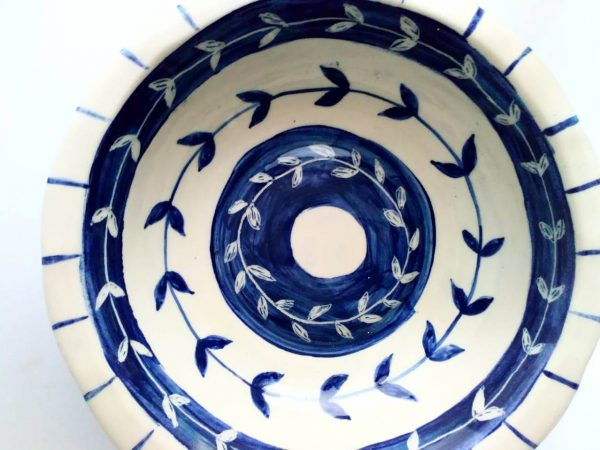 Fuente de cerámica artesanal.